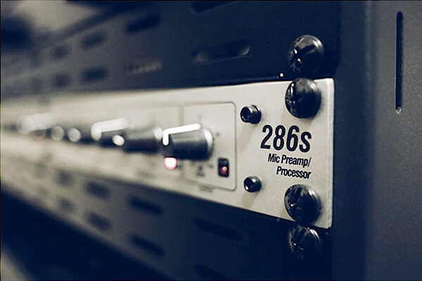 Pete Edmunds Voiceover Studio Preamp Processor dbx286s